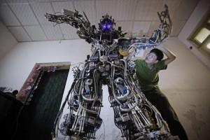 Tao Xiangli Cipta Robot Gergasi Dengan Kos 150,000 Yuan
