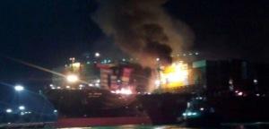 Dua Kapal Kontena Terbakar di Pelabuhan Barat Klang Selangor