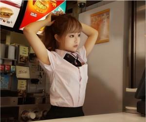 Pekerja McDonald's Gadis Cantik Seperti Anak Patung di Taiwan