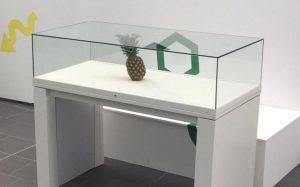 Nanas Tertinggal Atas Meja Menjadi Pameran Karya Seni