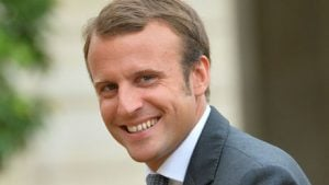 Presiden Perancis Emmanuel Macron Balas Puisi Gadis 13 Tahun
